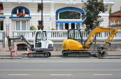 Dos excavadores en ofensa en uno a foto de archivo libre de regalías