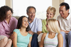 Dos familias junto imagenes de archivo