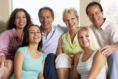 Dos familias junto fotos de archivo