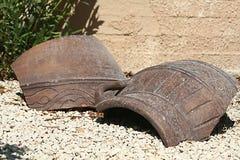 Dos fragmentos grandes de la cerámica en la tierra foto de archivo libre de regalías