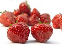 Dos fresas rojas maduras frescas Fotografía de archivo libre de regalías