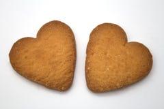 Dos galletas bajo la forma de corazones - símbolo del amor Foto de archivo libre de regalías