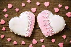 Dos galletas preciosas del corazón Imágenes de archivo libres de regalías