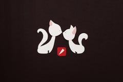 Dos gatos con applique rojo del corazón Foto de archivo