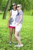 Dos Girfriends adolescente que se une Foto de archivo libre de regalías