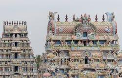 Dos gopurams en el templo de Shiranagam Fotografía de archivo libre de regalías