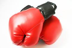 Dos guantes de boxeo rojos imagen de archivo