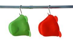 Dos guantes del horno de la cocina del silicón imagen de archivo libre de regalías