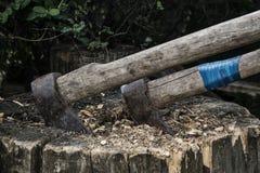 Dos hachas en el bloque de madera Fotografía de archivo libre de regalías