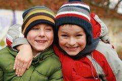Dos hermanos - mejores amigos Imagen de archivo