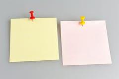 Dos hojas de papel con los botones de la oficina en gris Fotografía de archivo libre de regalías