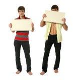 Dos hombres atractivos jovenes con el espacio en blanco SignY del espacio de la copia Imágenes de archivo libres de regalías
