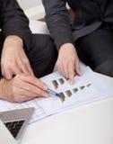 Dos hombres de negocios en la reunión Imagen de archivo libre de regalías