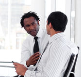 Dos hombres de negocios que obran recíprocamente Imagen de archivo