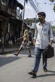 Dos hombres en la calle de Kolkata, la India Fotos de archivo libres de regalías