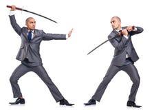 Dos hombres figthing con la espada aislada Imagenes de archivo