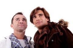 Dos hombres ocasionales que miran para arriba Fotografía de archivo