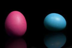 Dos huevos coloreados, pascua Fotografía de archivo