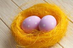 Dos huevos de Pascua rosados Fotografía de archivo