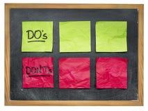 Dos i donts na blackboard Zdjęcie Stock
