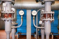 Dos indicadores de presión que muestran el primer de la presión Fotos de archivo