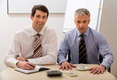 Dos jefes hacen un plan empresarial Imagen de archivo