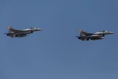Dos jets F-16 Imagen de archivo libre de regalías