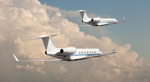 Dos jets privados que vuelan de lado a lado Fotografía de archivo
