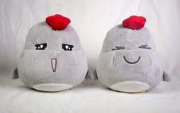 Dos juguetes lindos de la felpa del pollo Fotos de archivo libres de regalías