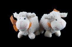 Dos juguetes rellenos de las ovejas Foto de archivo libre de regalías