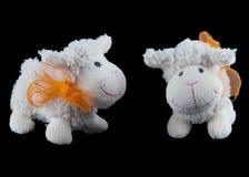 Dos juguetes rellenos de las ovejas Imagen de archivo