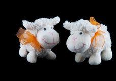 Dos juguetes rellenos de las ovejas Foto de archivo