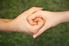 Dos juntaron las manos Foto de archivo