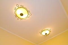 Dos lámparas del techo en el cuarto Imagenes de archivo