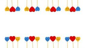 Dos línea corazones entre dos caras de la sonrisa en el fondo blanco Imagen de archivo