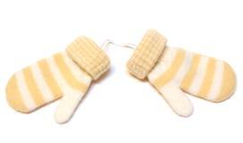 Dos lanas del invierno calientan las manoplas. Imagen de archivo libre de regalías