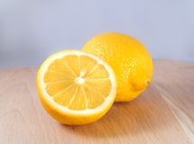 Dos limones en una cocina Imágenes de archivo libres de regalías