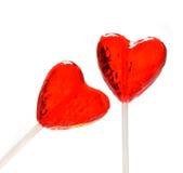 Dos lollipops en forma de corazón para la tarjeta del día de San Valentín Fotos de archivo