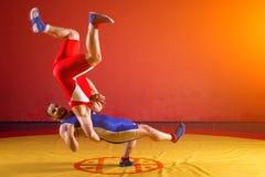 Dos luchadores de los hombres jovenes Imagen de archivo libre de regalías
