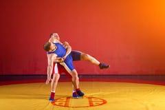 Dos luchadores de los hombres jovenes Fotografía de archivo libre de regalías