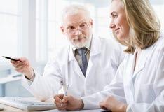 Dos médicos Fotografía de archivo libre de regalías