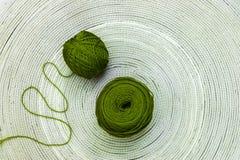 Dos madejas verdes de lanas Foto de archivo