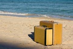 Dos maletas de la vendimia Imagen de archivo libre de regalías