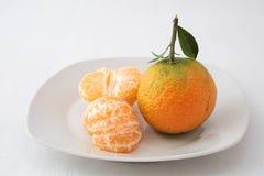 Dos mandarinas en una placa Foto de archivo