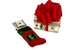 Dos maneras de dar el dinero como regalo de Navidad Imagen de archivo libre de regalías
