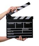Dos manos con una tarjeta de chapaleta de la película se abren. fotografía de archivo libre de regalías