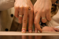 Dos manos de amantes Fotos de archivo
