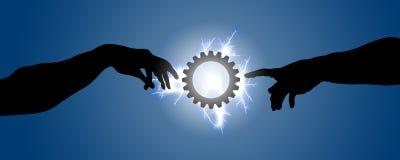 Dos manos van hacia un engranaje iluminado con el relámpago Imagen de archivo libre de regalías