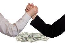 Dos manos y dineros de lucha Imagen de archivo