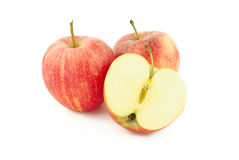 Dos manzanas rojas y una mitad Fotografía de archivo libre de regalías